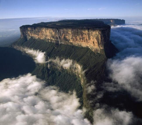 Frightening Roraima Plateau - a huge man-made pyramid?