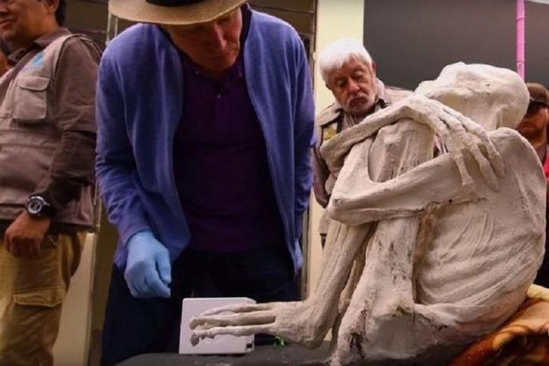 Three-fingered mummy Maria from Peru from an alien